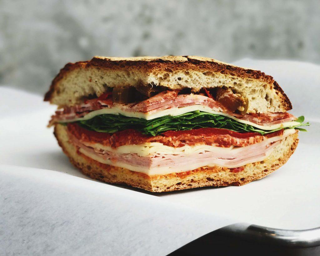 Сандвич на половина